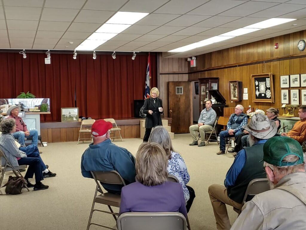 Cynthia Lummis speaks to Thermopolis residents