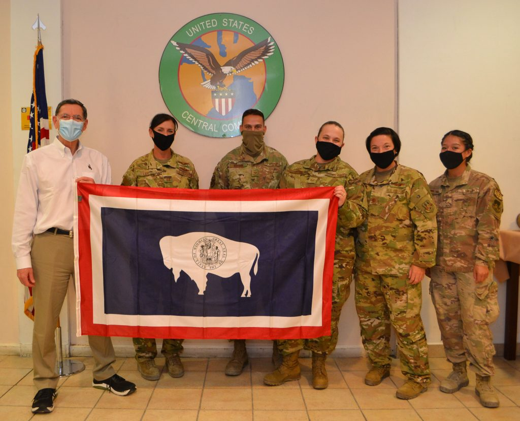 Sen. Barrasso with Wyo Guard Troops in Qatar